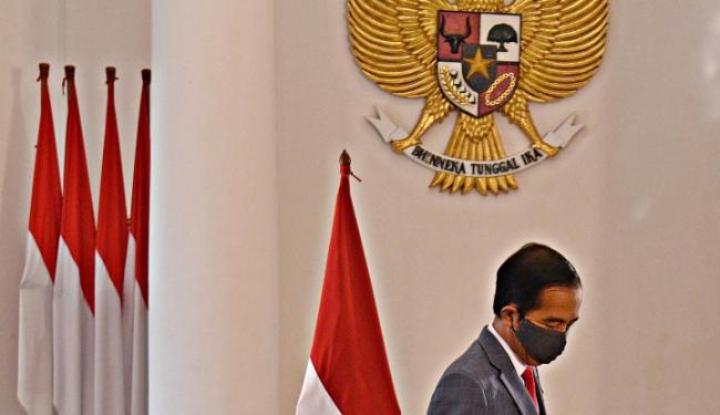 Pak Jokowi, Sebelum Tanda Tangan UU yang Bikin Heboh, Bapak Salat Istikharah