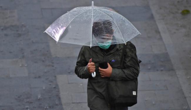 4 Tips Sederhana Bentengi Diri dari Covid-19 Saat Musim Hujan Tiba