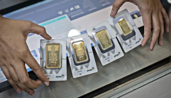 Harga Emas 24 Karat Hari Ini Turun Tergerus Dolar AS