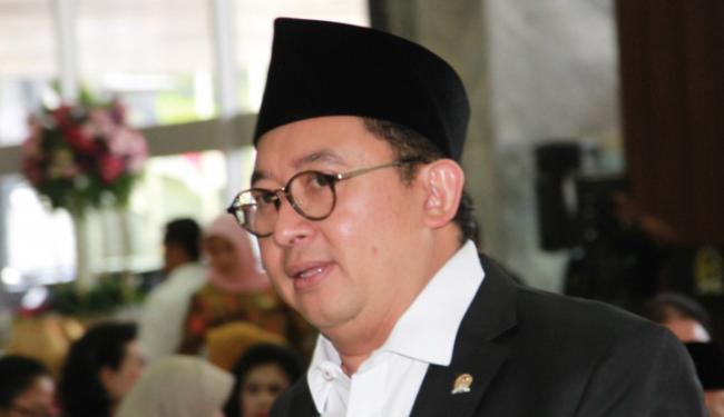 Populerkan Vaksin Palu Arit, Fadli Zon Coreng Prabowo