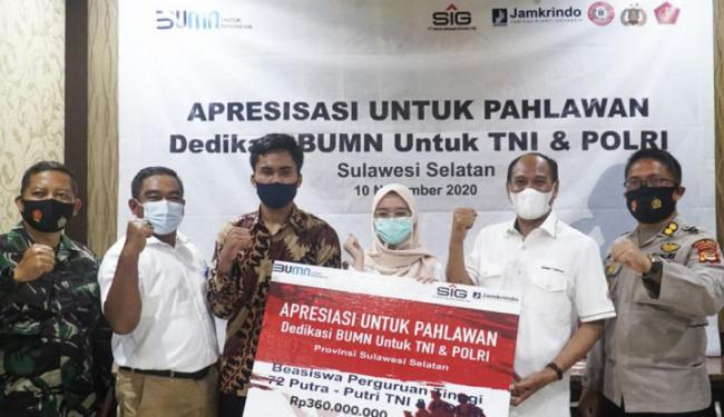 Di Hari Pahlawan, Semen Indonesia Tebar Beasiswa Ratusan Juta