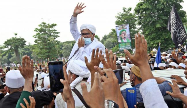 Ya Tuhan, Habib Rizieq Lepas Masker dan Face Shield saat Ceramah Maulid Nabi