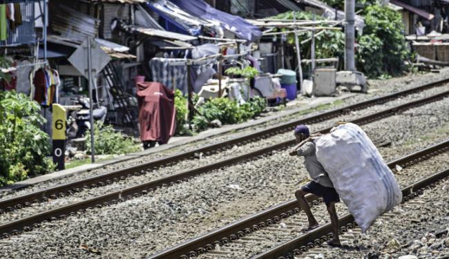 Bikin Begidik! Hasil Survei Terbaru: 55 Persen Masyarakat Susah Cari Makan