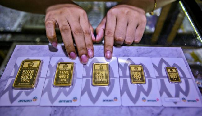 Awal Pekan, Harga Emas Antam Anjlok ke Rp952.000