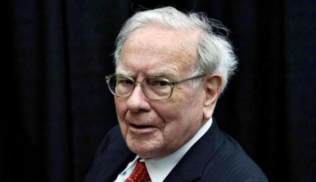 Warren Buffett Investasi Emas, Sinyal Buruk Pasar Saham yang Bergejolak?