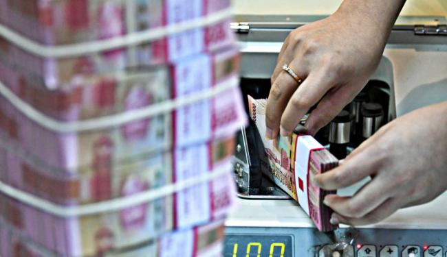 Nilai Tukar Rupiah Tekor, Dolar AS Ngacir ke Atas Rp14.200-an!