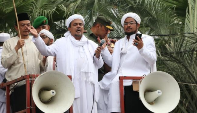 Tengok Detik-detik Muka Kusut Habib Rizieq Kejepit Jenderal Wiranto