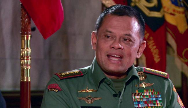 Reaksi Santai Kolonel Ucu saat Ditunjuk-tunjuk Gatot Nurmantyo