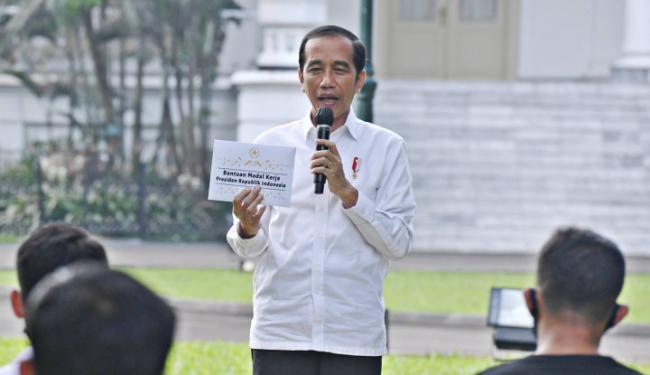 Pedagang Asongan Ngeluh Penghasilannya Turun, Jokowi: Sama, Negara Juga Lagi Sulit